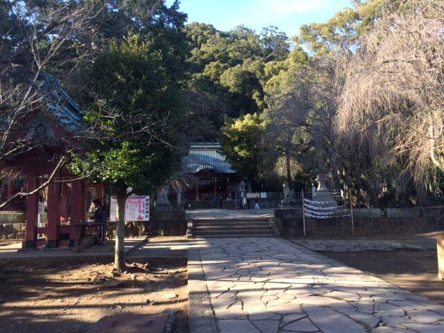 伊豆山神社の境内の画像