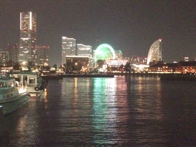 横浜のプロポーズ向きのホテルからの夜景の画像