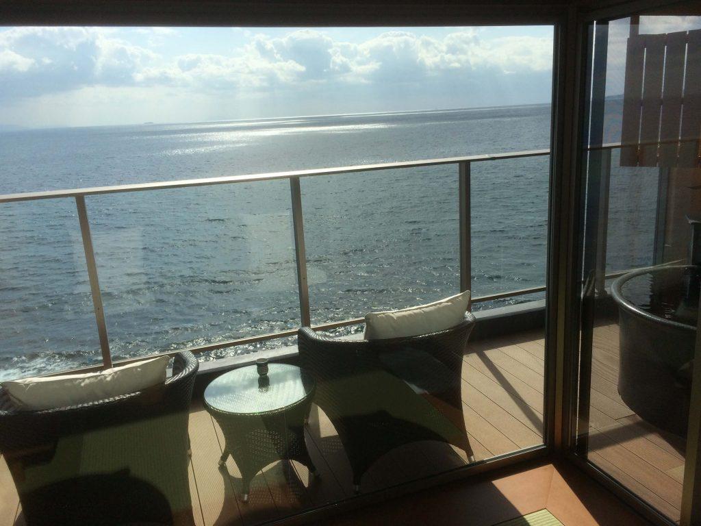 伊豆の高級旅館 いなとり荘「粋」のテラスと露天風呂