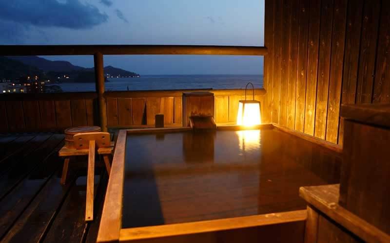 伊豆のおすすめ高級旅館 無雙庵枇杷の客室露天風呂