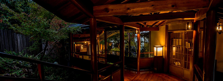 伊豆のおすすめ高級旅館 嵯峨沢館の廊下
