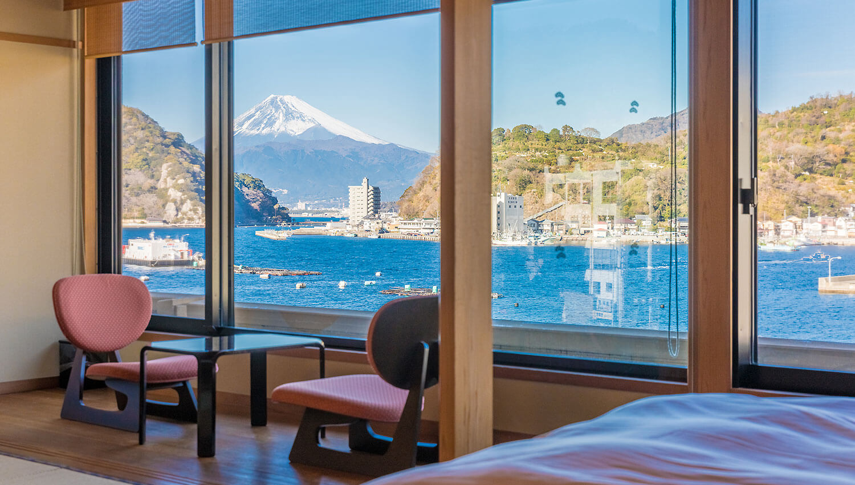 伊豆で誕生日を祝う宿 松濤館の客室から見える富士山