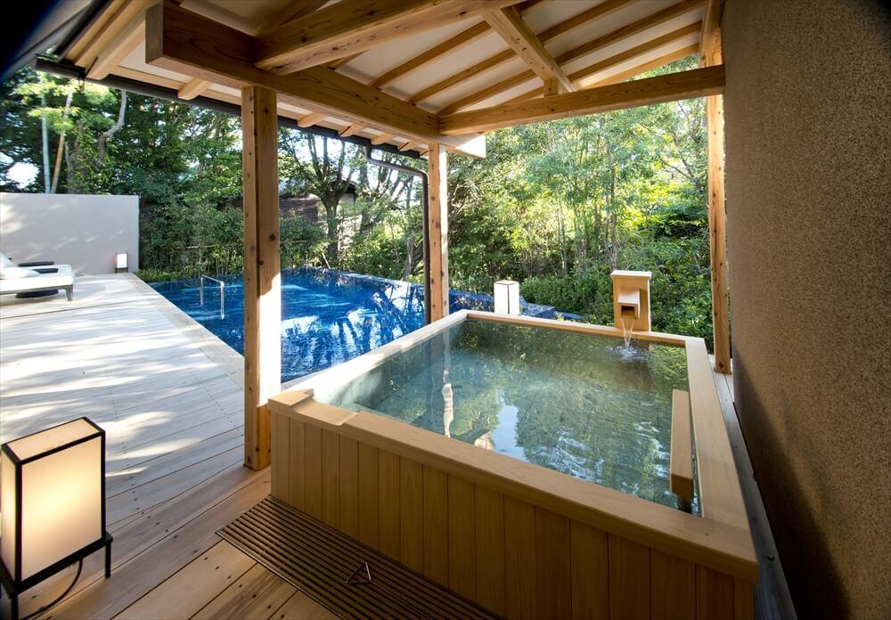 伊豆のおすすめ高級旅館 ABBA RESORTS IZU 坐漁荘の露天風呂