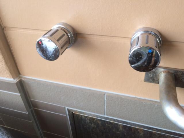 伊豆の高級旅館 いなとり荘潮騒倶楽部 粋客室の温泉の温度調整用の水のボタン