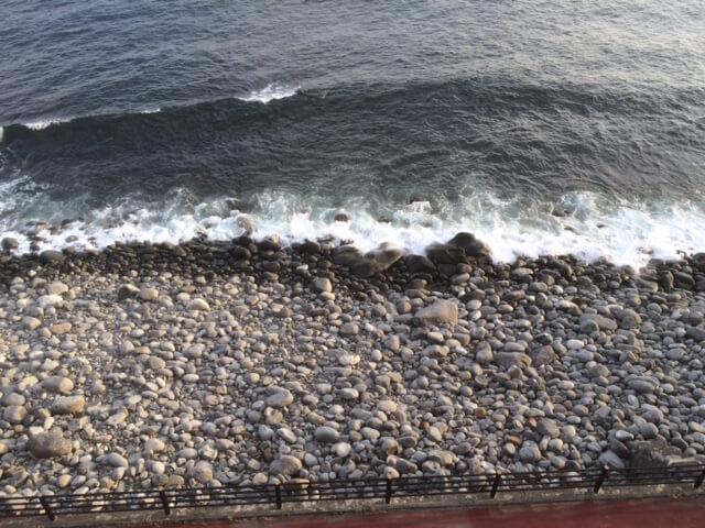 伊豆の高級旅館 いなとり荘の潮騒倶楽部 粋客室から見える真下の海