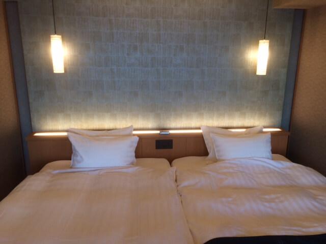 伊豆の高級旅館 いなとり荘の潮騒倶楽部 粋客室のツインベッド