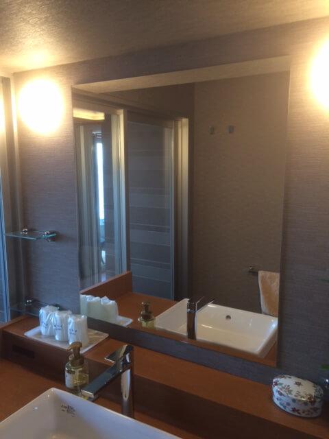 伊豆の高級旅館 いなとり荘潮騒倶楽部 粋客室の脱衣所の鏡