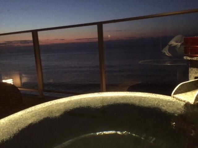 早朝の露天風呂からの景色