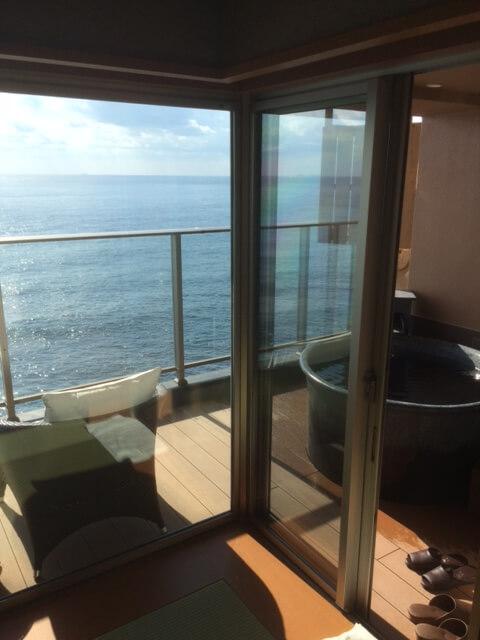 テラス席と客室露天風呂