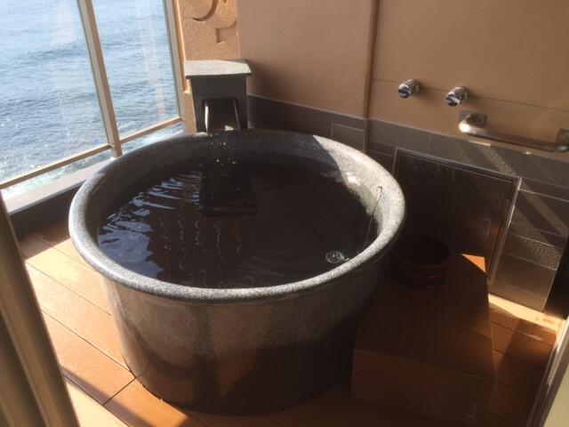 伊豆の高級旅館 いなとり荘潮騒倶楽部 粋客室の露天風呂