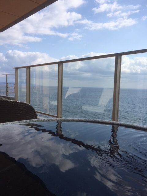 日中の露天風呂からの眺め