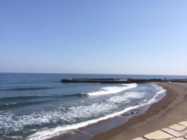 熱川館の目の前の防波堤