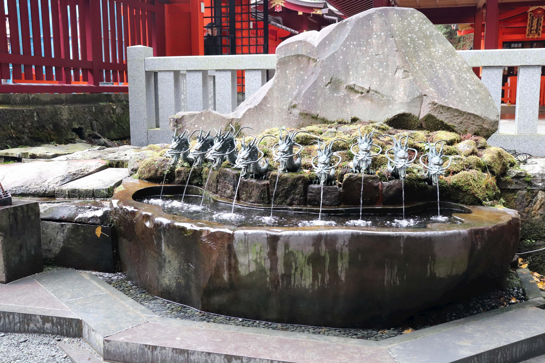 箱根神社の九頭竜神社の手水舎
