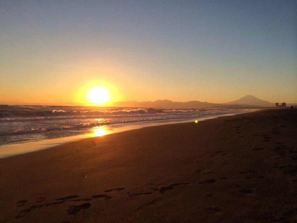 片瀬江ノ島西海岸からの夕陽と富士山