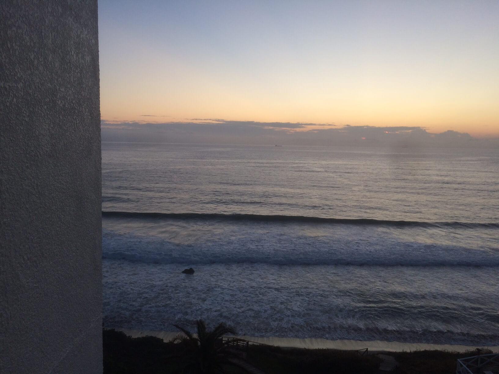 日の出前の客室からの眺め