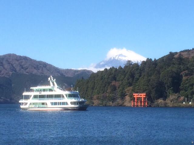 芦ノ湖と富士山と遊覧船