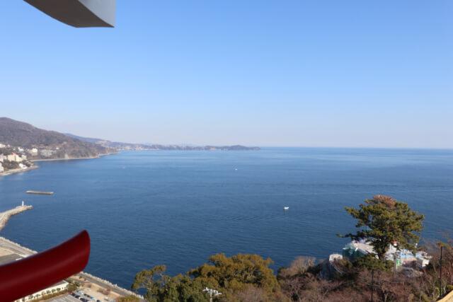 熱海城天守閣から真鶴岬の眺め
