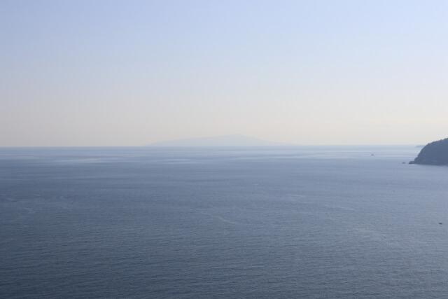 熱海城天守閣からの伊豆大島の眺め