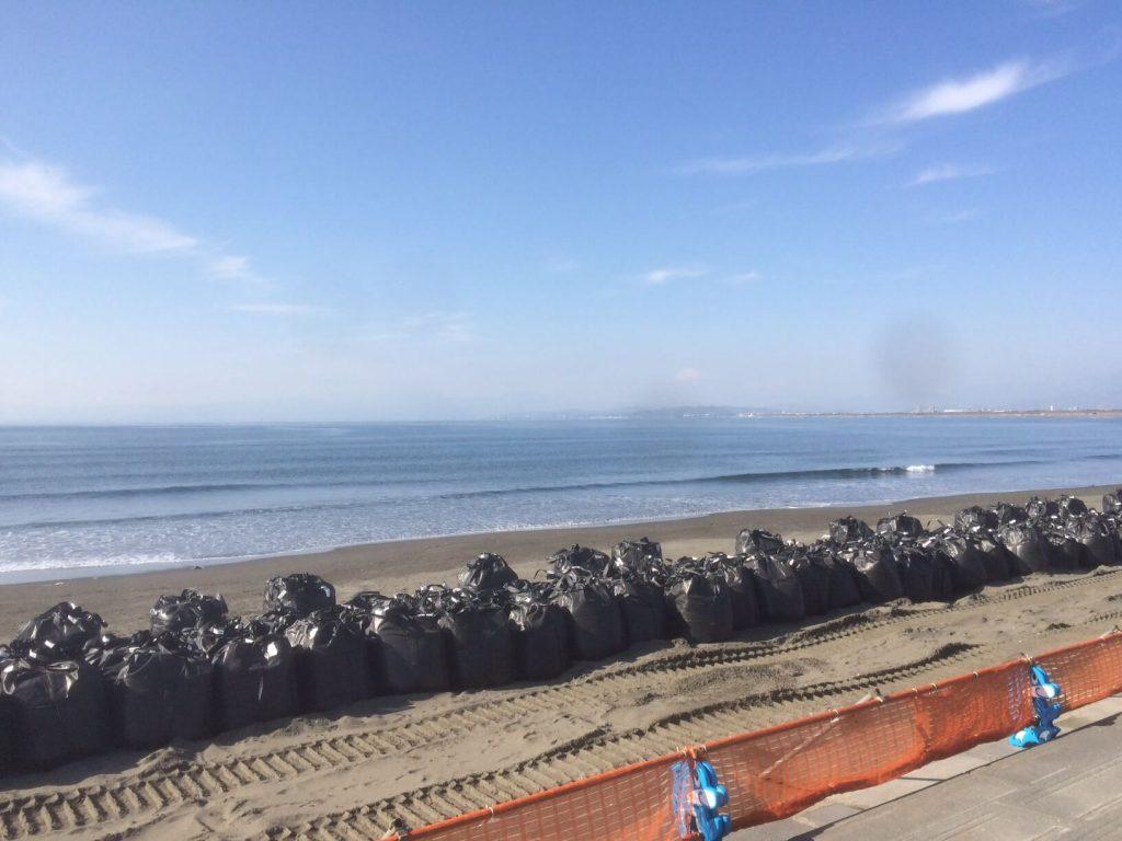 朝の片瀬江ノ島海岸