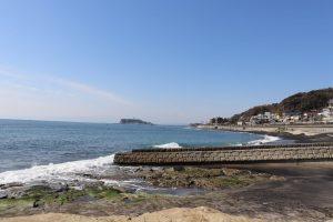 稲村ケ崎公園の海間近