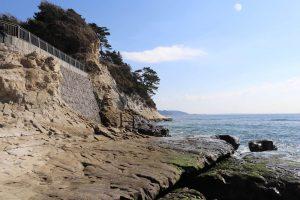 稲村ケ崎公園の海の岩場