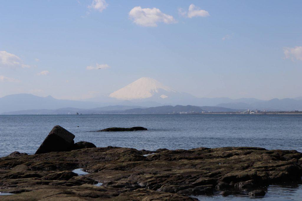 西浦海岸から見る富士山