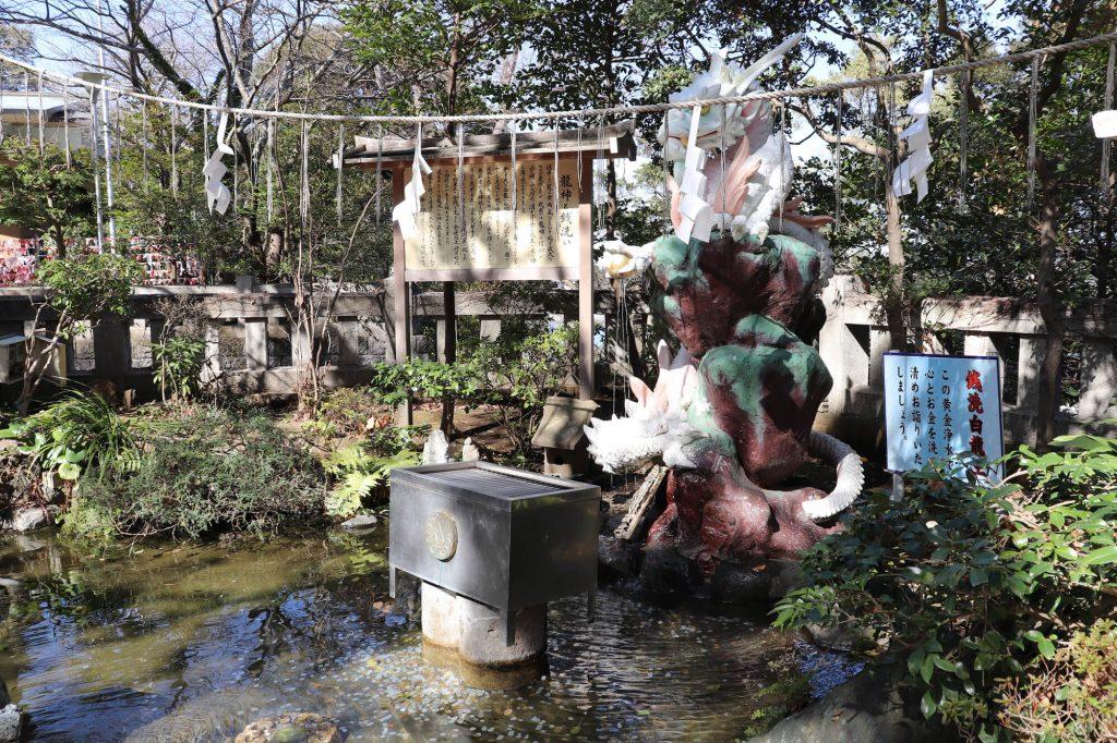 江ノ島神社弁財天黄金浄水