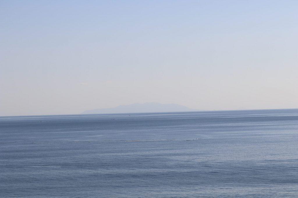 江ノ島魚見亭から見える伊豆大島