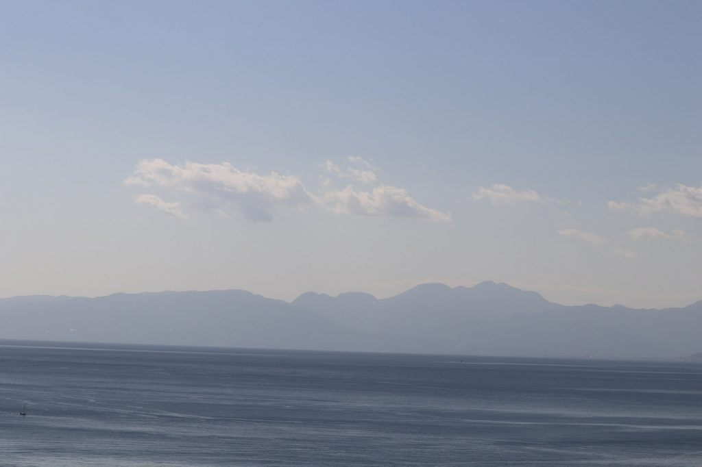 江ノ島魚見亭から見える箱根