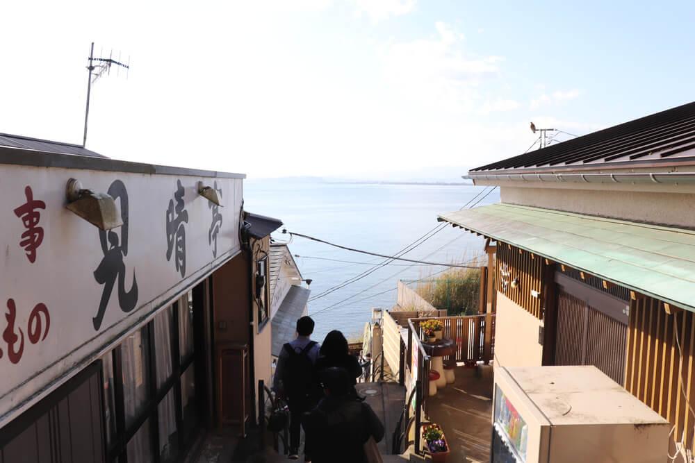 江ノ島の海が見える階段