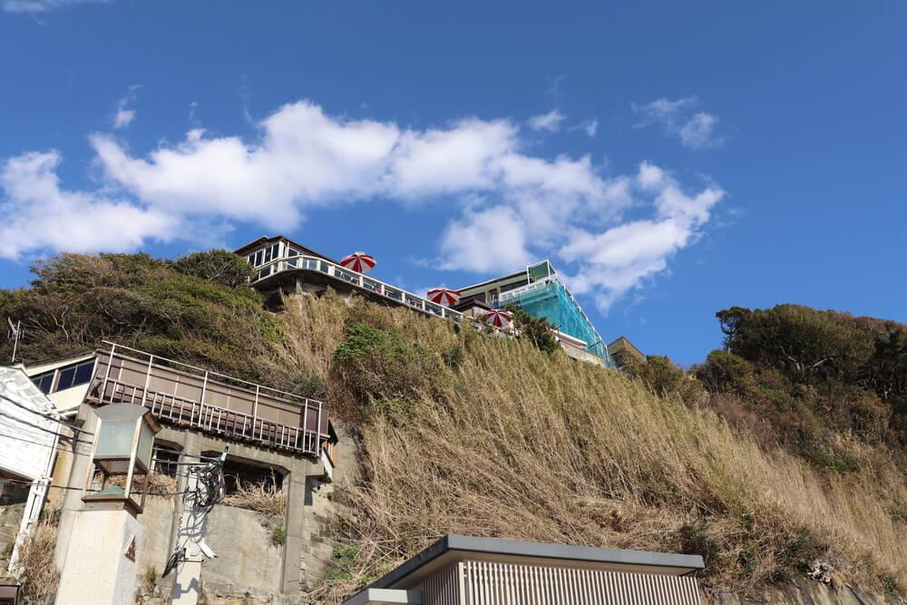 江ノ島稚児が淵から上を見上げると
