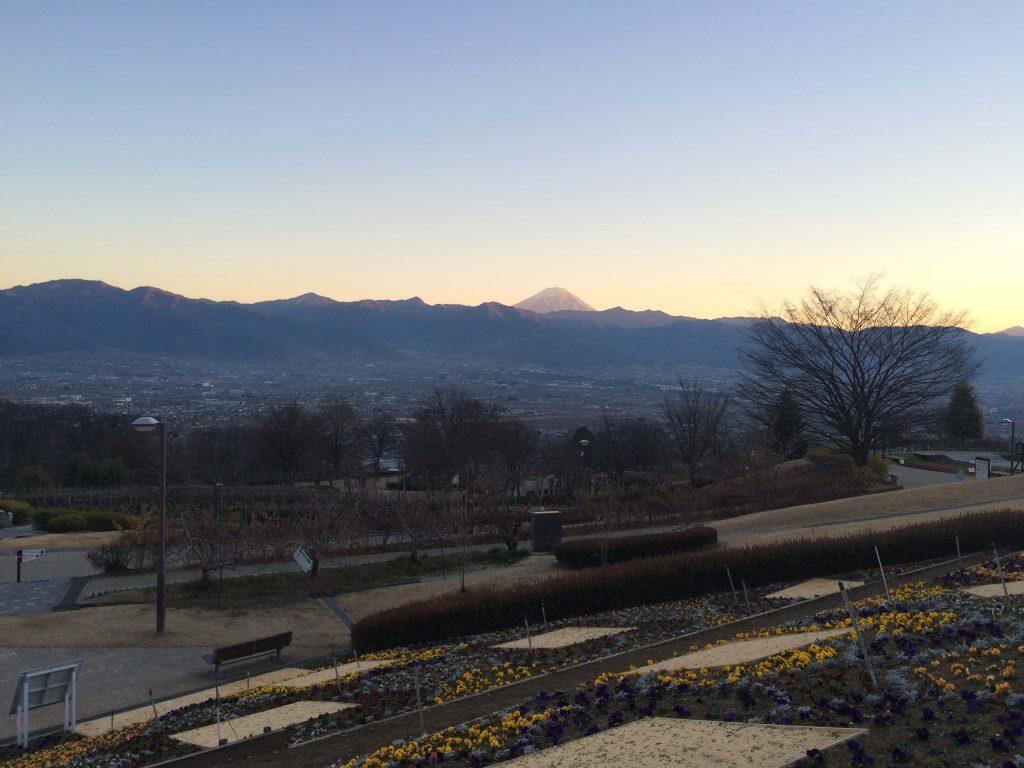 笛吹川フルーツ公園の夕方の富士山