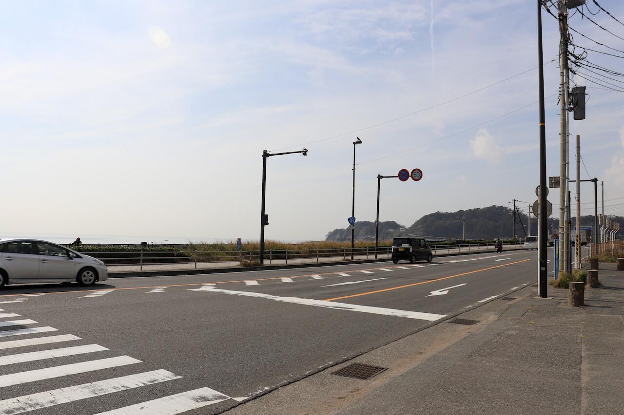 鎌倉の由比ケ浜の入り口(国道134号線)