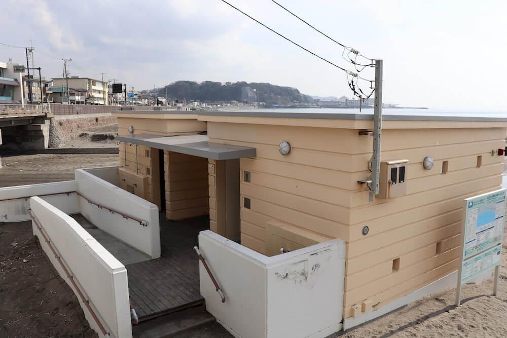 鎌倉の由比ケ浜の公衆トイレ