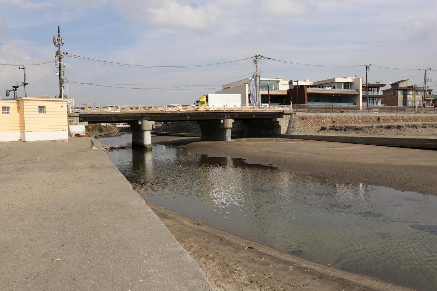 鎌倉の由比ケ浜の滑川