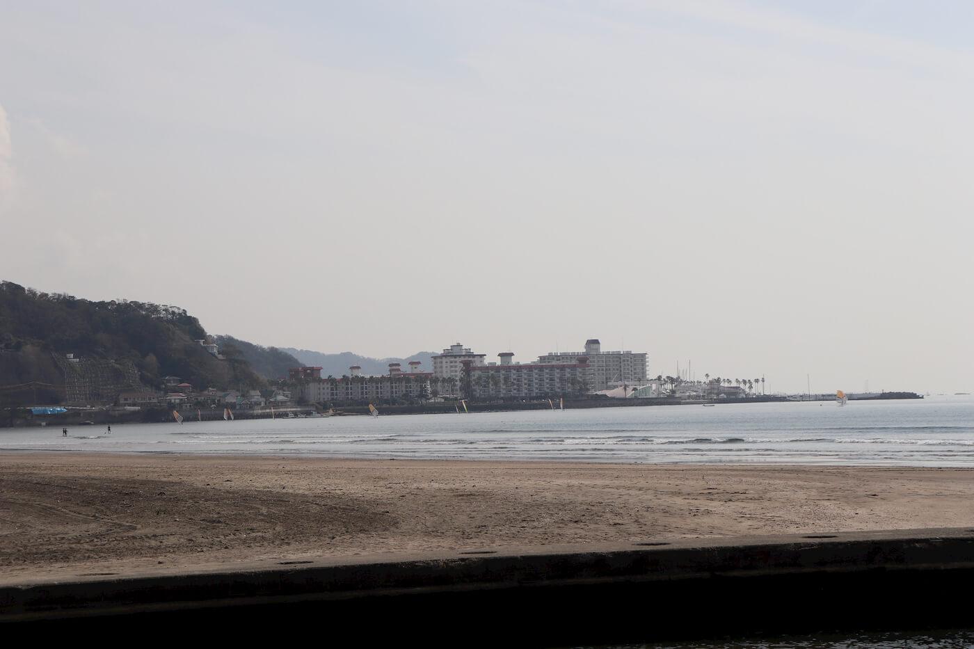 由比ケ浜から見える逗子マリーナ