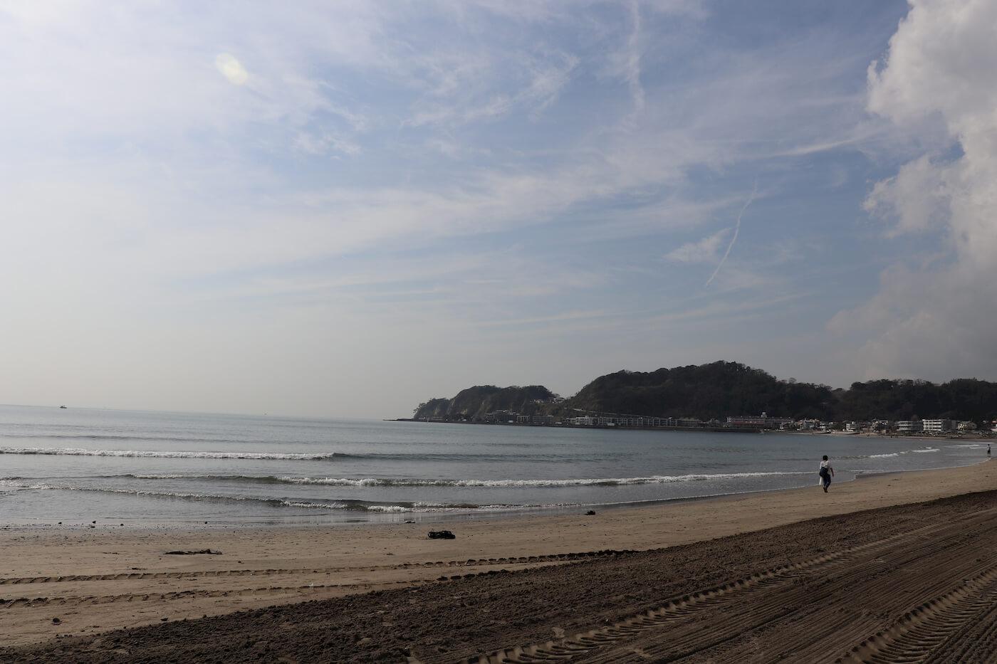 鎌倉の由比ケ浜から江の島方面