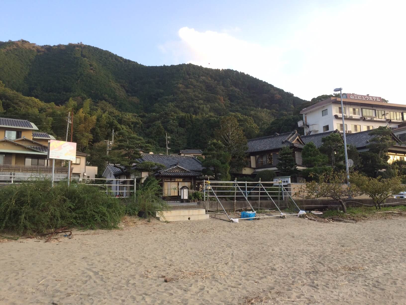 三津海水浴場の砂浜