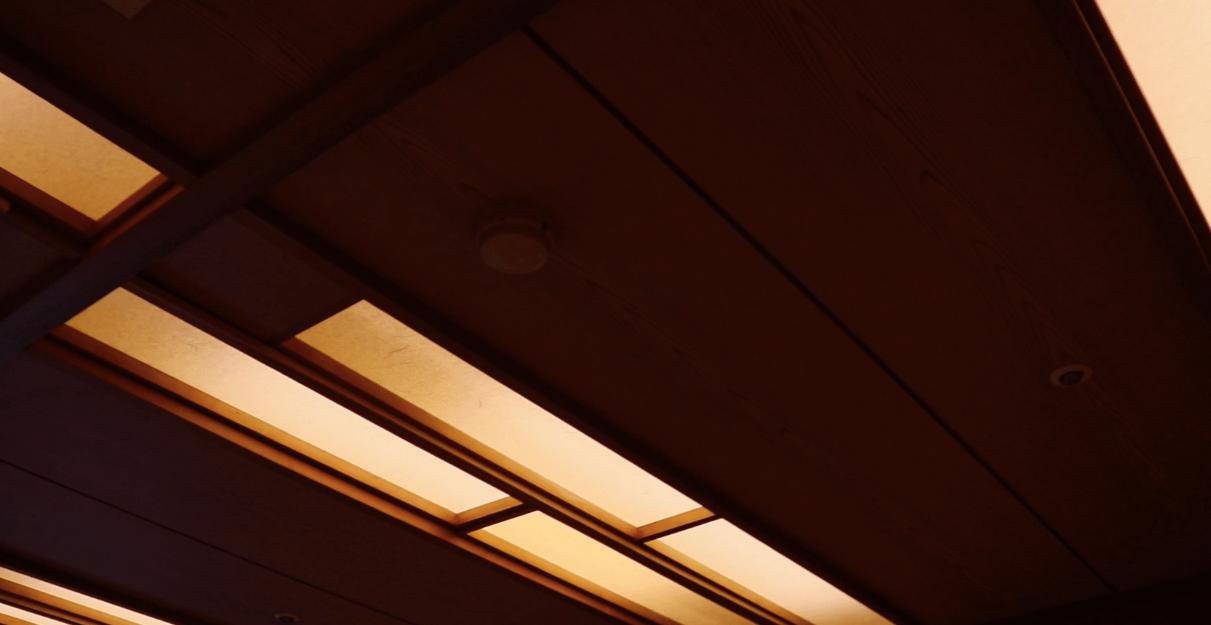 浜の湯の客室の間接照明