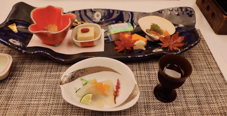 浜の湯の夕食の料理:先付と前菜