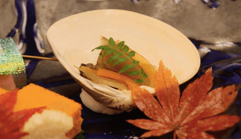 浜の湯の夕食の料理:前菜 蛤山椒煮