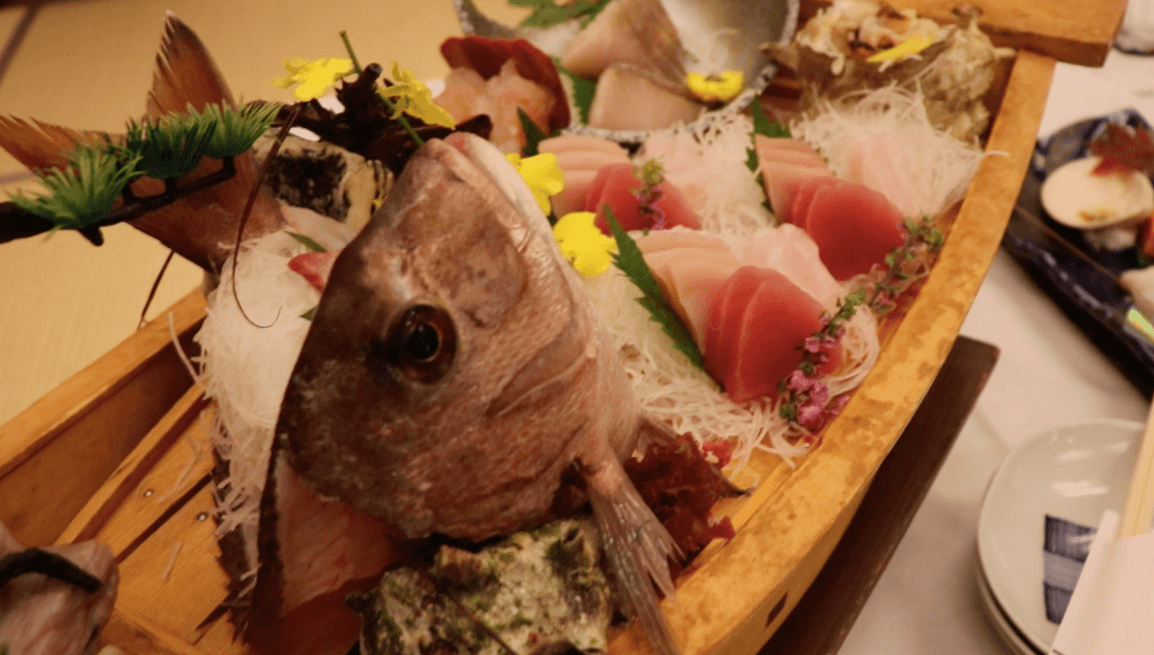 浜の湯の夕食の料理:舟盛りと真鯛