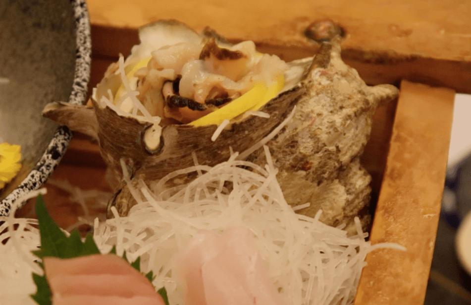 浜の湯の夕食の料理:舟盛りのさざえ