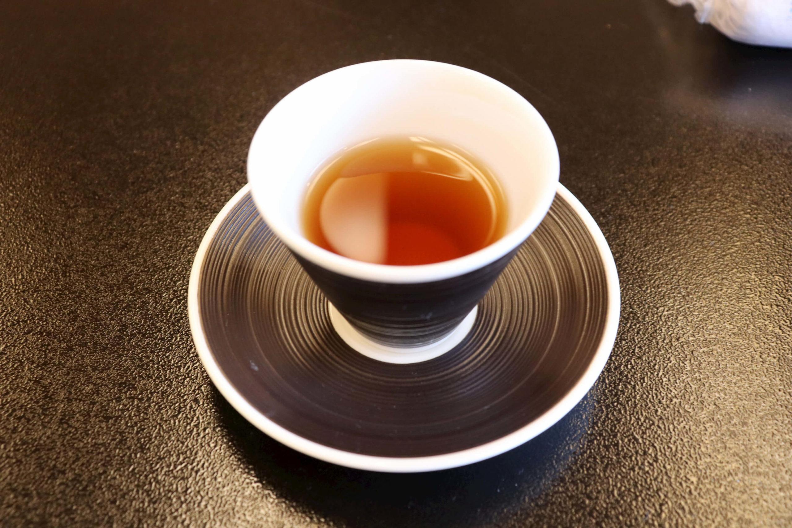 浜の湯の客室のウェルカムドリンクのあっけら茶