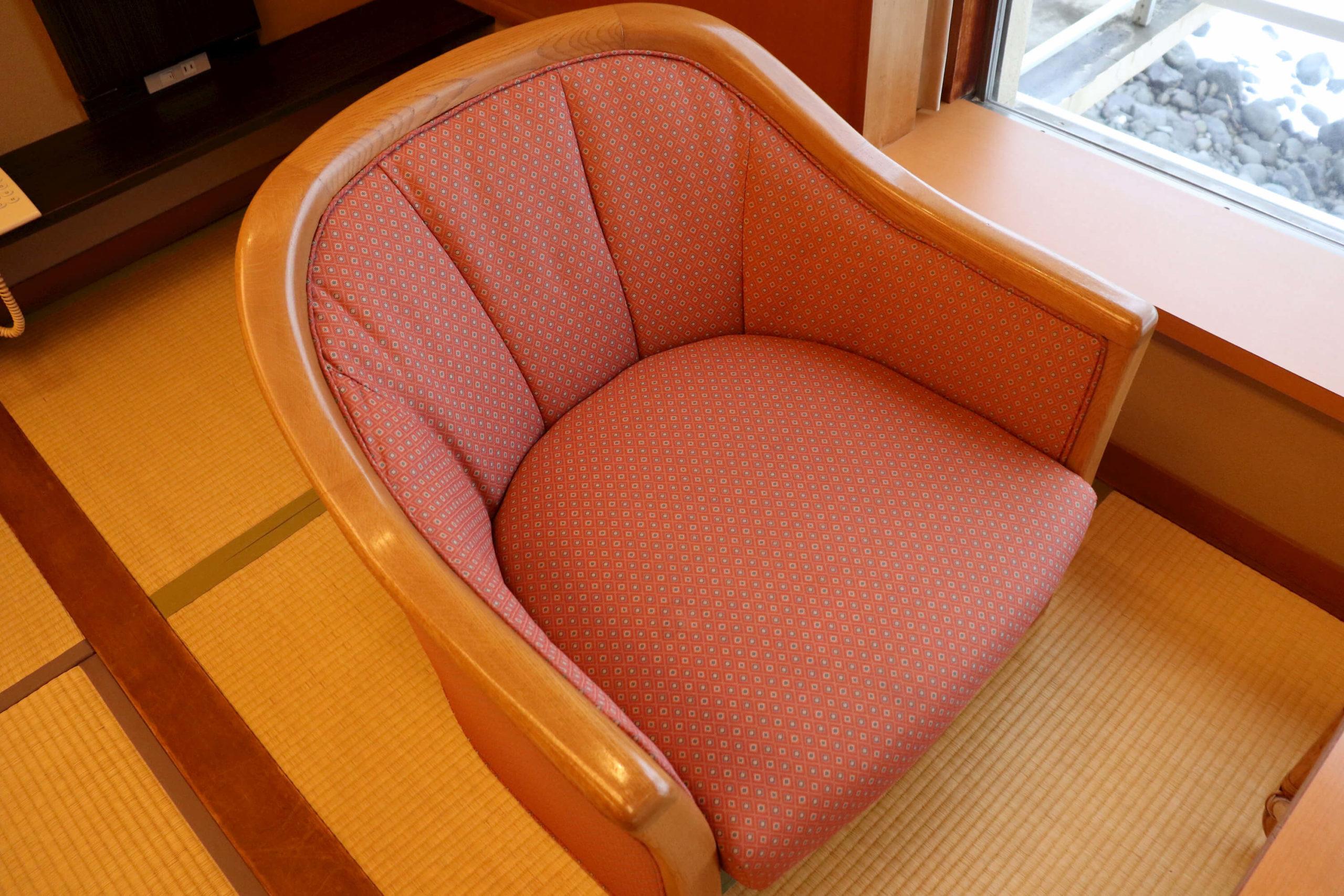 浜の湯の客室の椅子