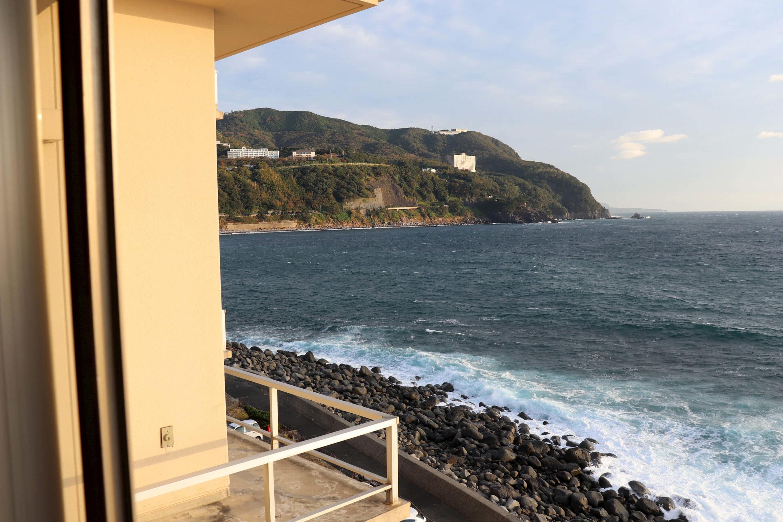 浜の湯の客室から見える海