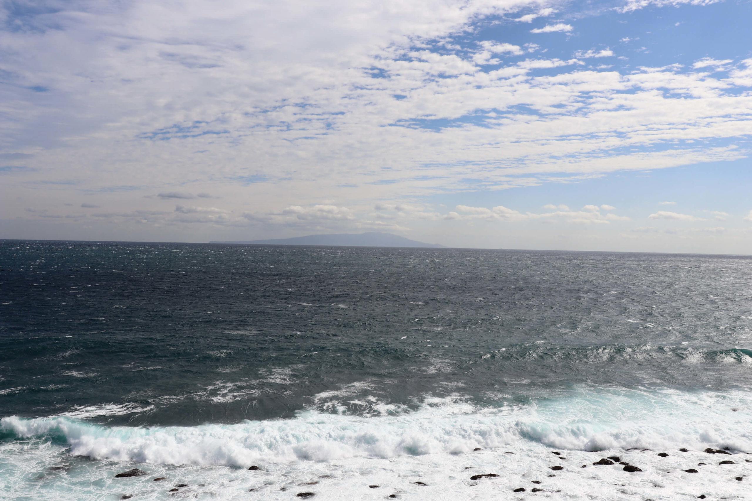 浜の湯から見える絶景の海と伊豆大島