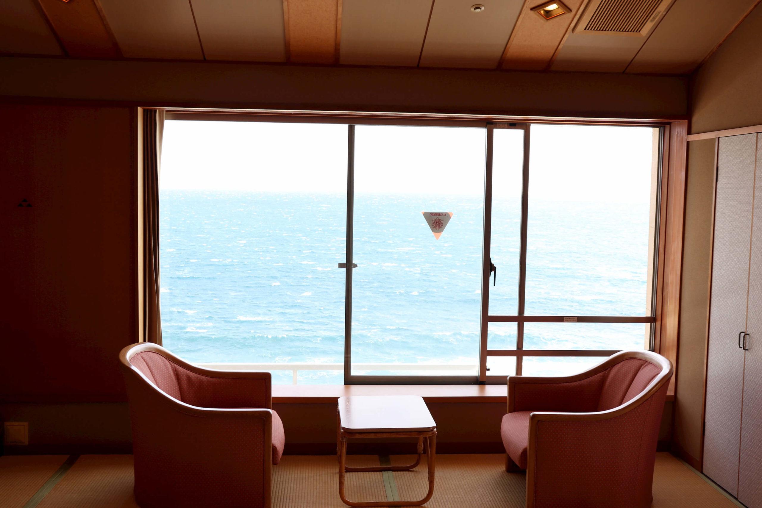 浜の湯の客室と相模湾