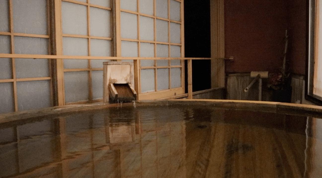 粋松亭の夜の露天風呂