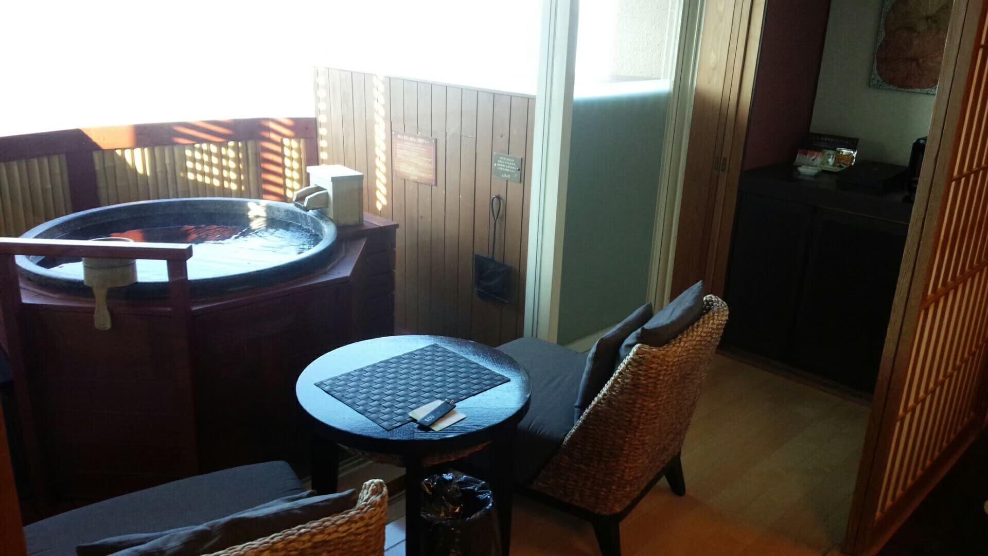 伊豆の高級旅館、風の薫の客室露天風呂(慶太ブログ)